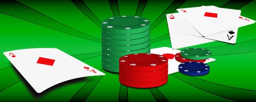 Cartas, barajas y fichas de casino.